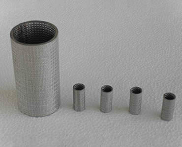 Five cylindrical sintered filters stand in a row.